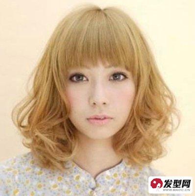 齐刘海短发烫发发型 蓬松卷发吸引眼球图片图片